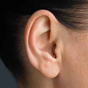 audifono CIC en oreja