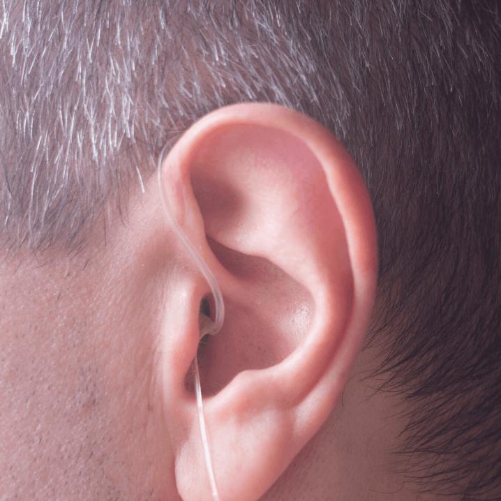 audifono RIE adaptación abierta en oreja